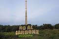 NO AL CARBONE. Lightpainting vor dem Kamin der stillgelegten Liquichimica auf dem Gelände der Repower in Saline Joniche.